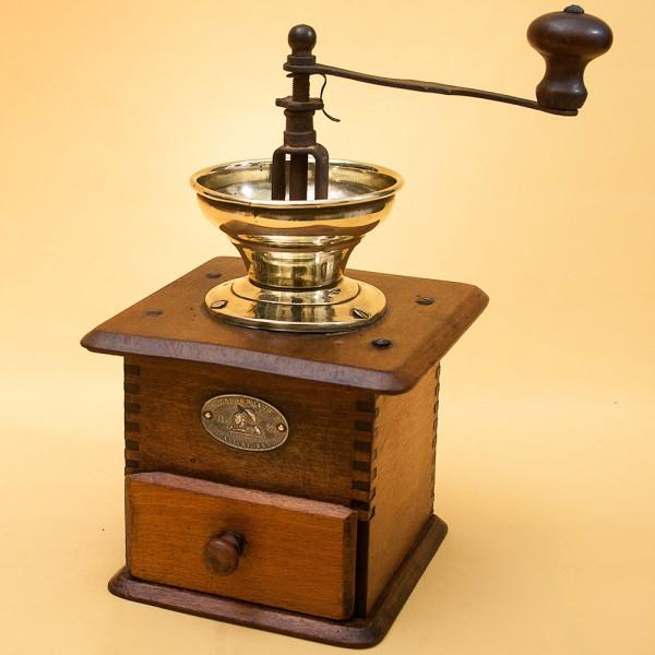 Старинная Коллекционная ручная механическая кофемолка Zassenhaus Германия, начало ХХвека.