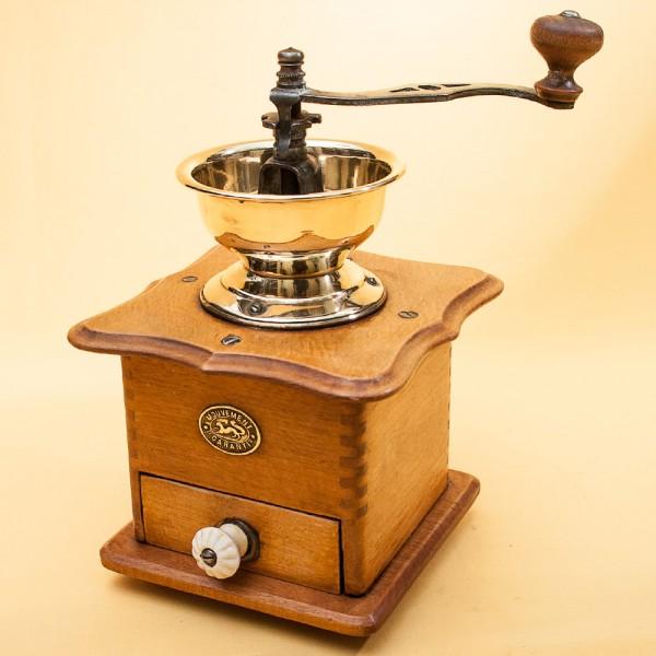 Винтажная ручная механическая кофемолка MOUVEMENT Франция середина ХХ века.