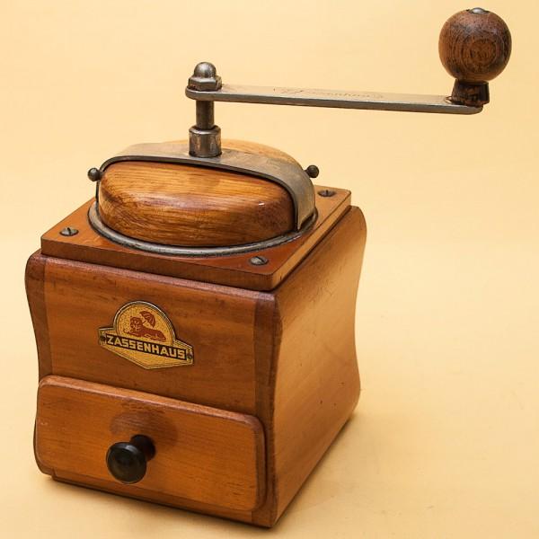 Коллекционная ручная механическая кофемолка Zassenhaus Германия, середина  ХХ века.