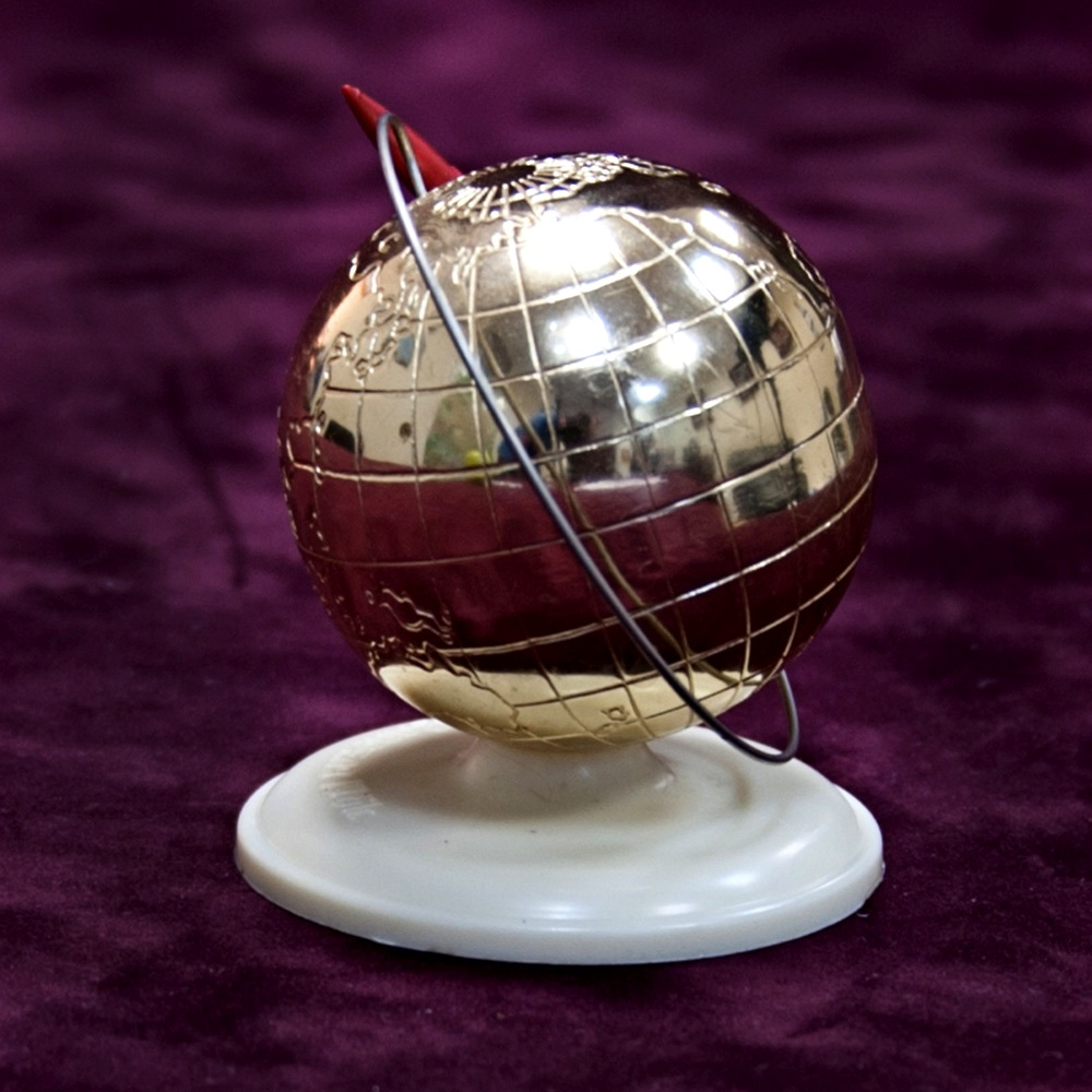 Сувениры космос ссср монета на которой олень1993